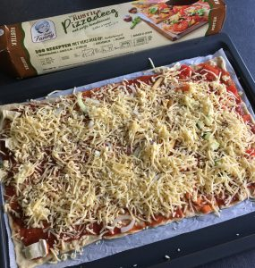 Tante Fanny - rustieke pizzadeeg met tomatensaus