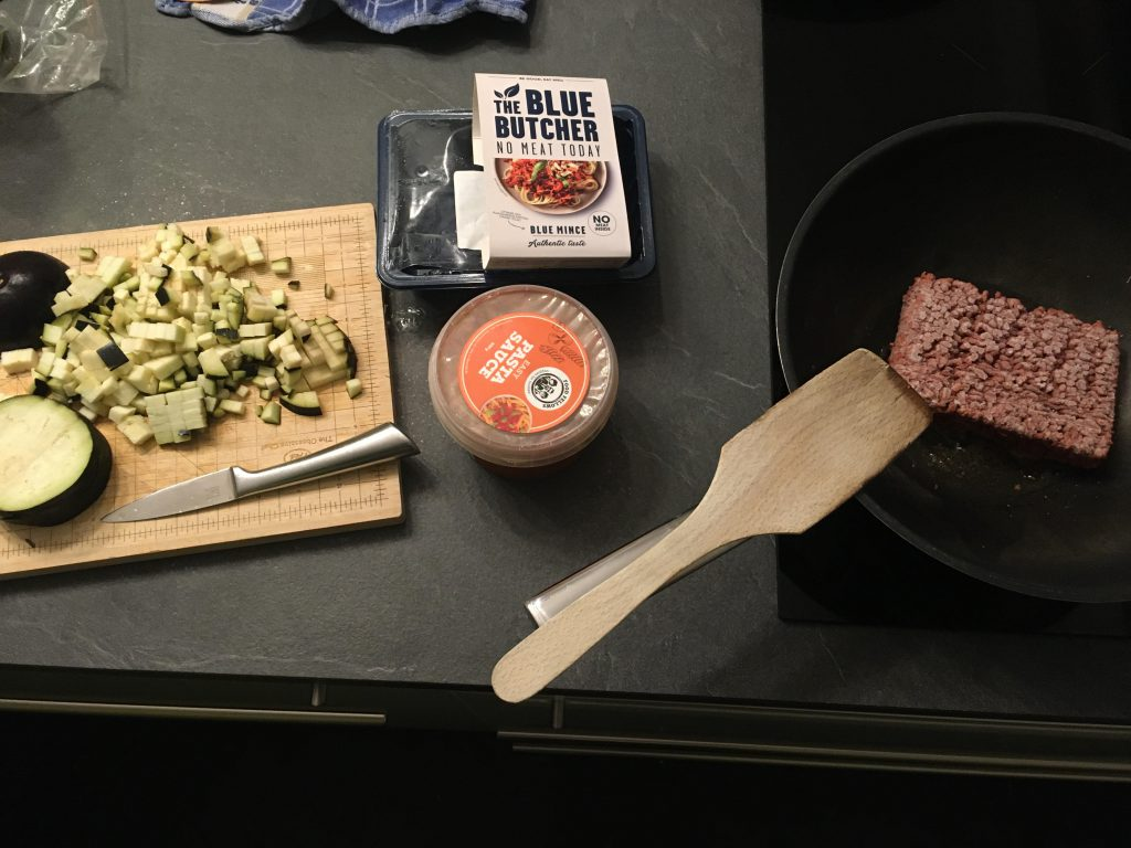 koken met aubergine, mince gehakt, pastasaus en meer