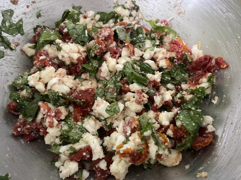 zongedroogde tomaten, mozzarella en basilicum